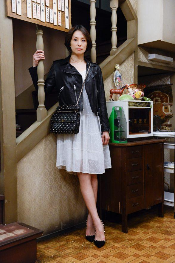 レザージャケットの米倉涼子さん