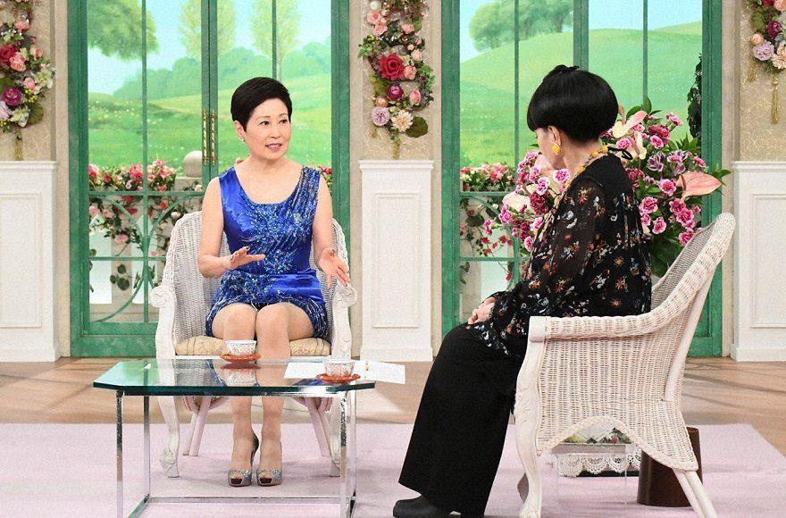 70歳の黛ジュン、変わらぬ美脚あらわにミニスカート姿!体型維持を語る