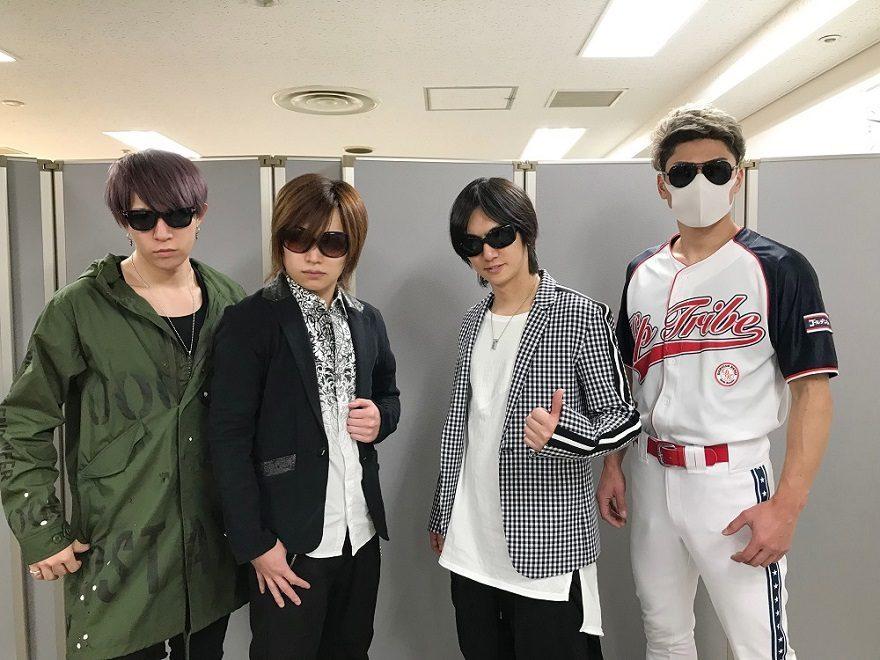 スーパーライブでは6年連続披露となるゴールデンボンバーの『女々しくて』。今回は、武田真治とコラボパフォーマンスをすることが決定した。