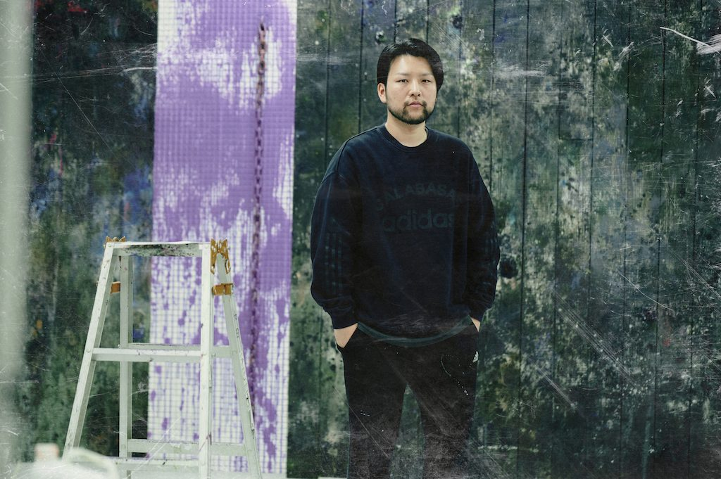 プラモデル好きの少年が現代美術家に 多田圭佑が絵の具で作り出す…