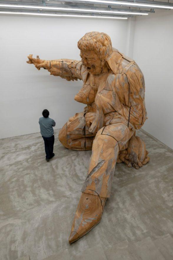 未来をここから » 全長3.85メートル!木から巨大なロックスターを彫り ...
